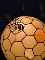 蜂の巣ペンダント表