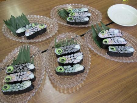 20110426_こいのぼり飾り巻き寿司 (1)