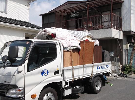 トラックで廃棄0408