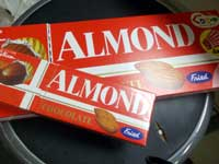 ジャンボアーモンドチョコレ
