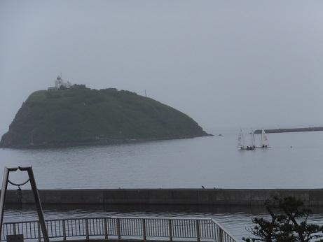 大黒島とヨット