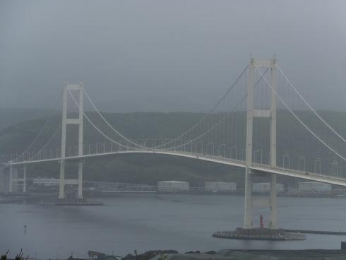 霧の中の白鳥大橋