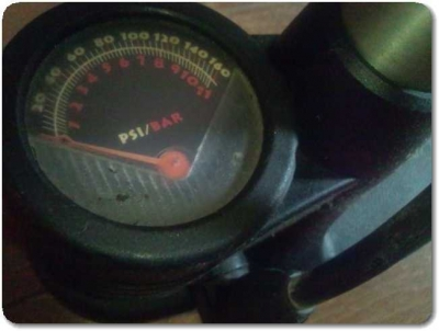 自転車空気入れの空気圧計