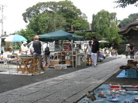 初めての骨董市 in Japan