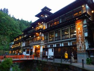 山形県尾花沢市にある銀山温泉・能登屋旅館。