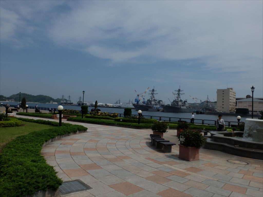 真っ先に目に飛び込んでくる日米の艦船_2