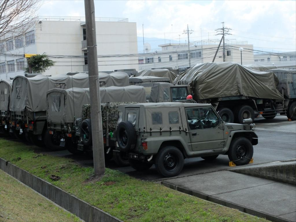 早くも軍用車両がズラリ_6