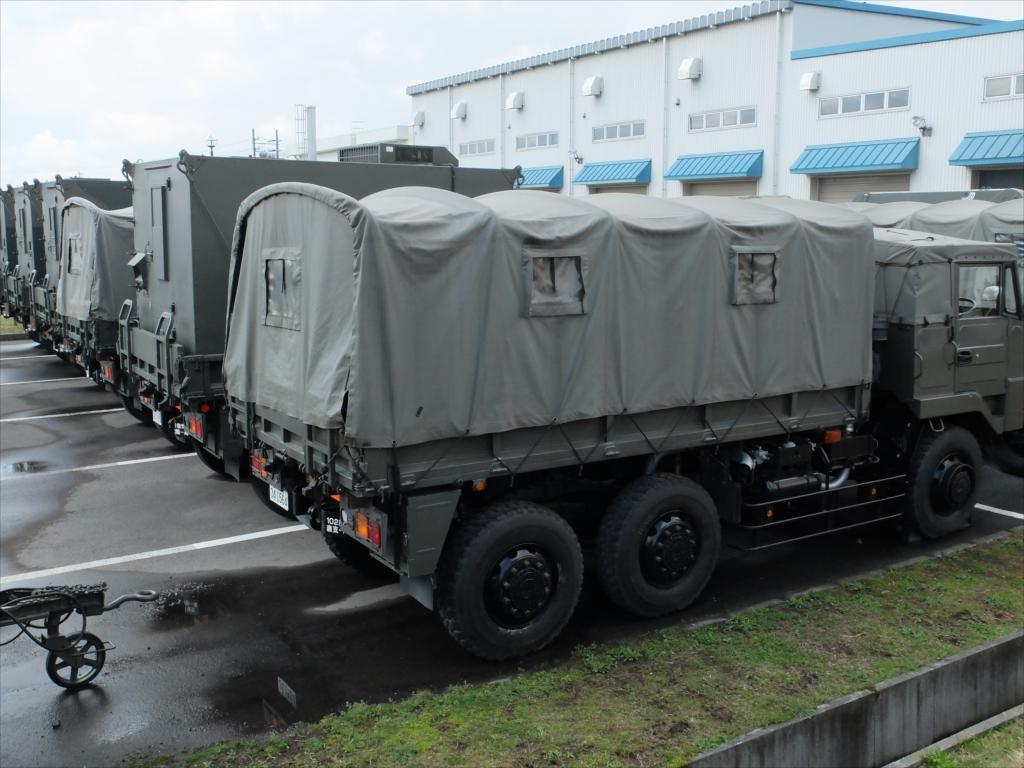 早くも軍用車両がズラリ_8