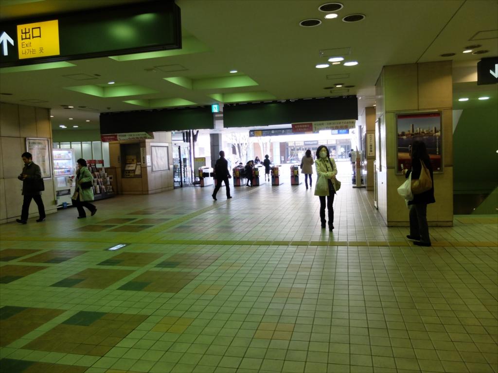 田園調布駅の内と外_1