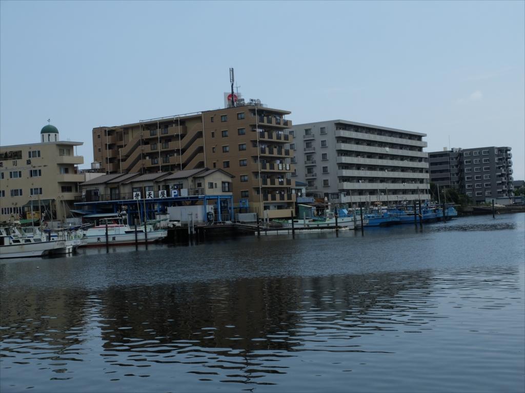 漁船や釣り船がたくさん_2