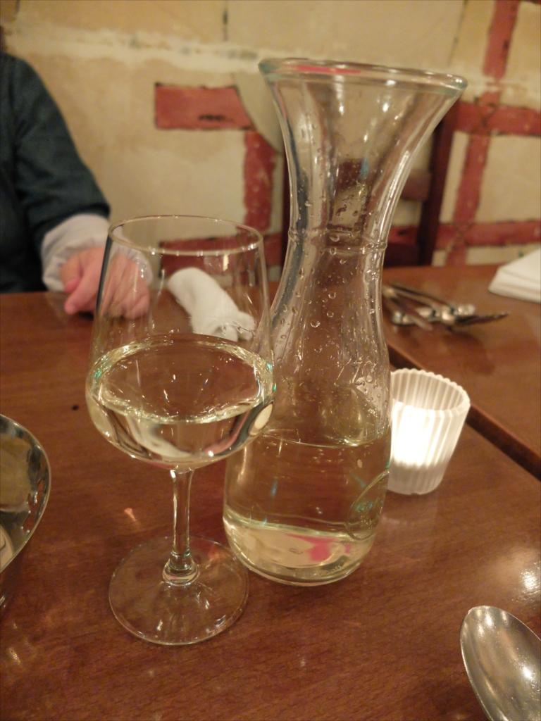 ここでワインに切り替えた