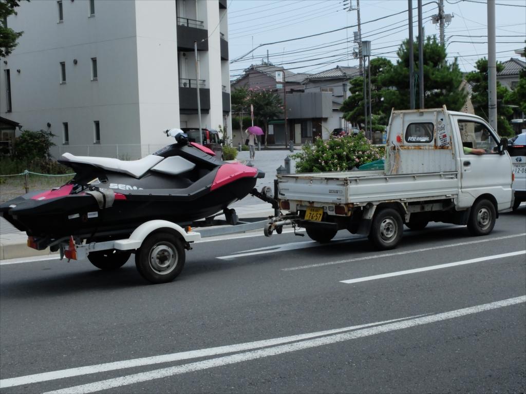 水上バイクも運搬されていた
