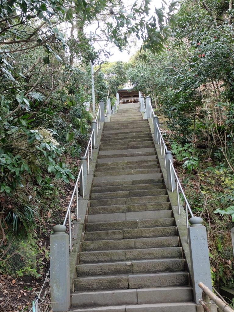七面堂に至る階段