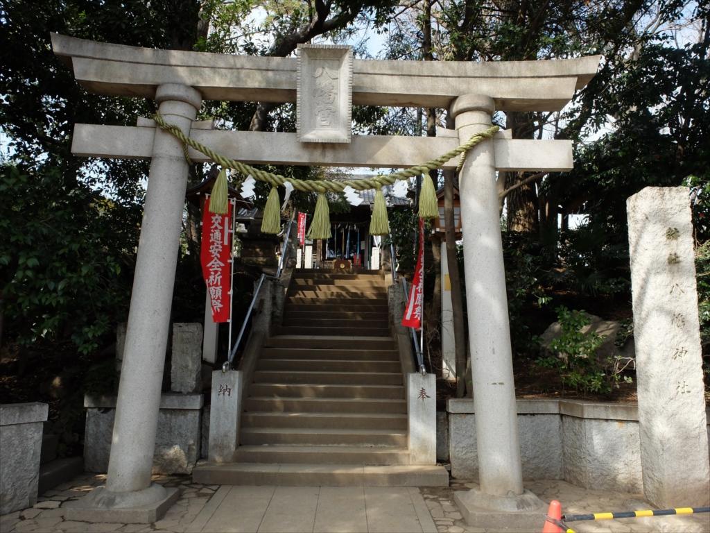 拝殿へ向かう石段