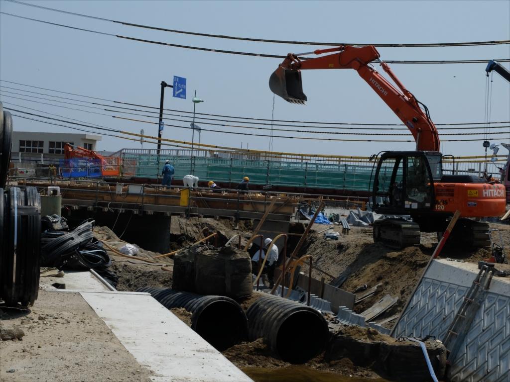 母校前の橋は漸く修復中_1