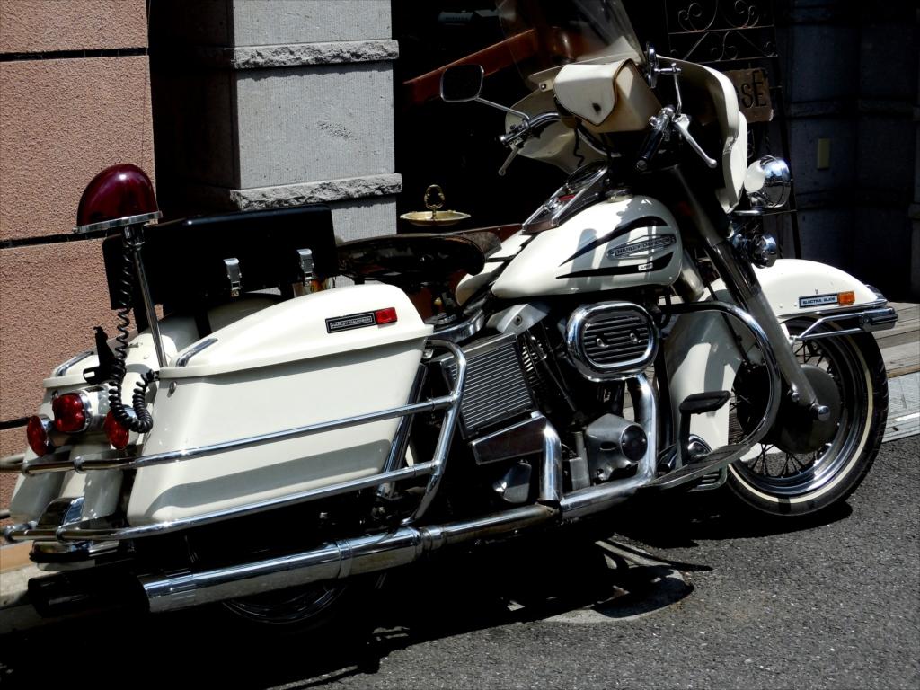 いつものバイク屋さんの店先で_3