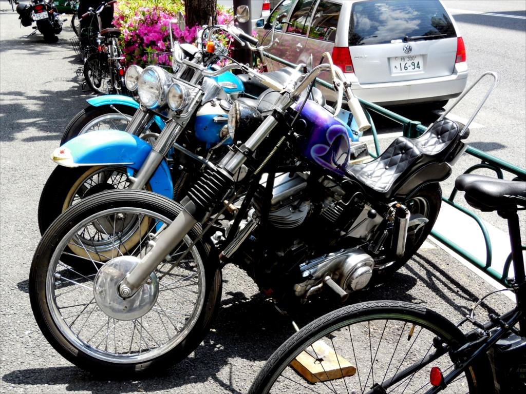 いつものバイク屋さんの店先で_4