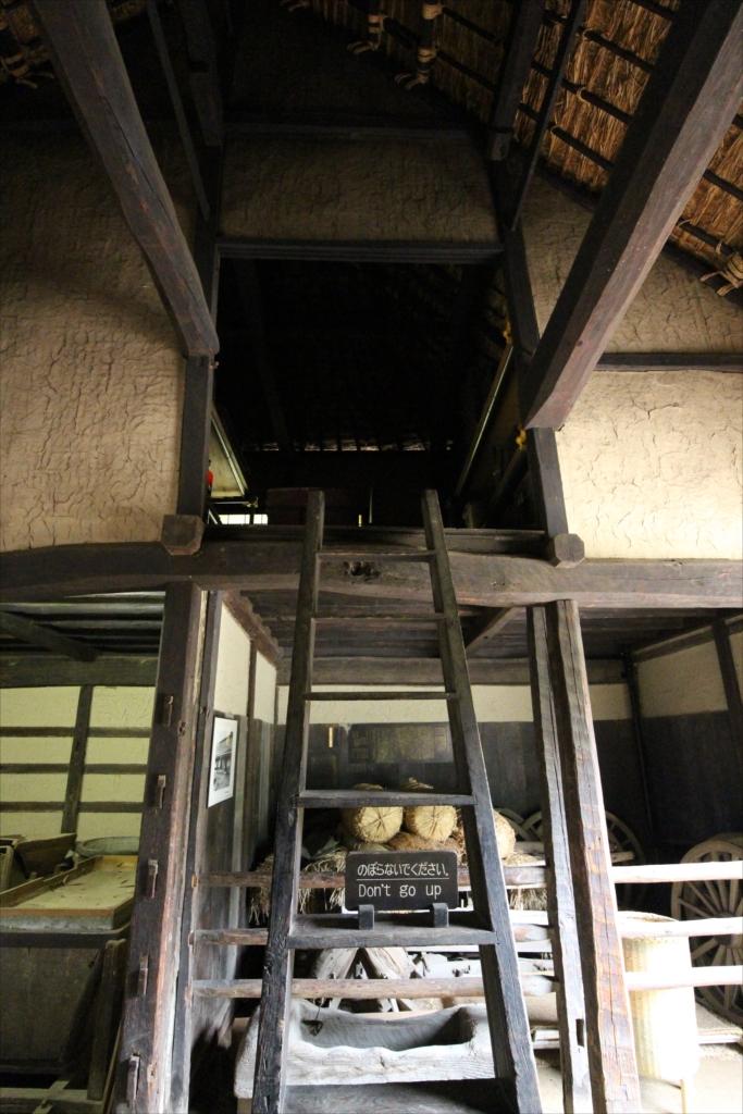 中二階の部屋へ至る階段