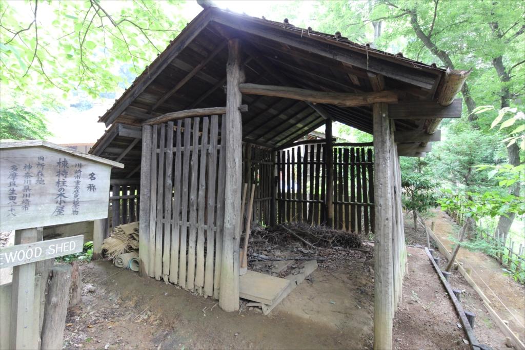 棟持柱の木小屋_2