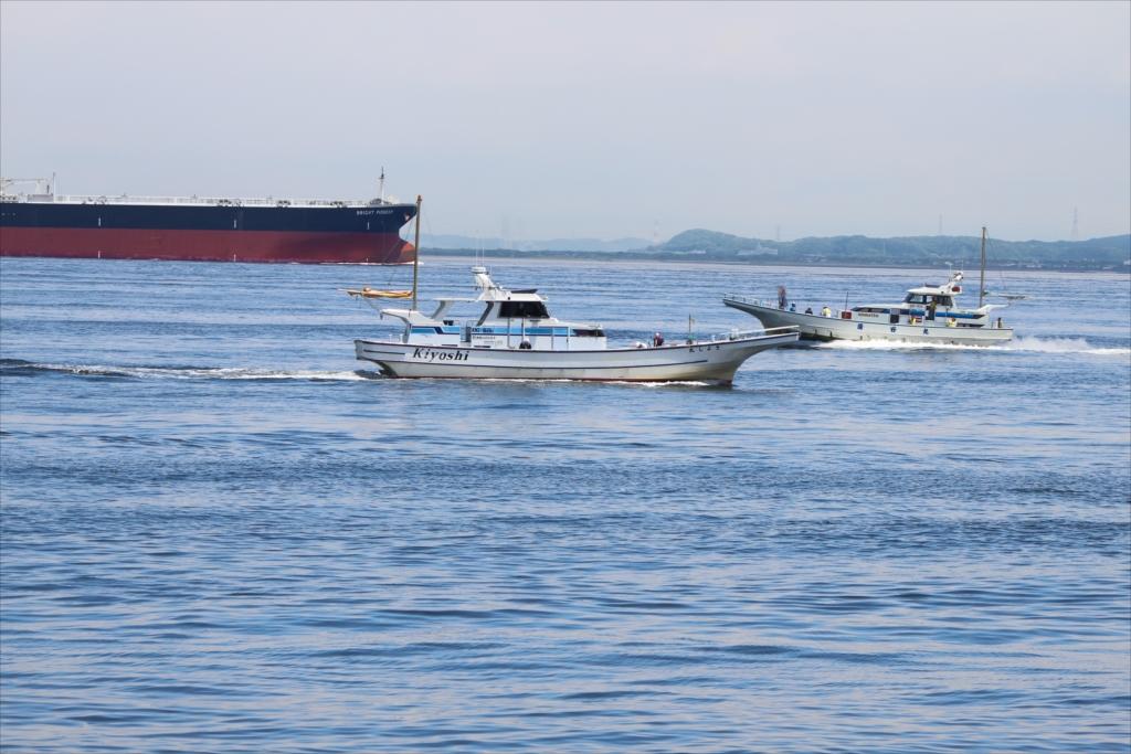 釣り船も大型船に負けじ_1