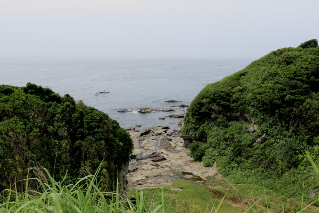 向こうの崖の様子_2