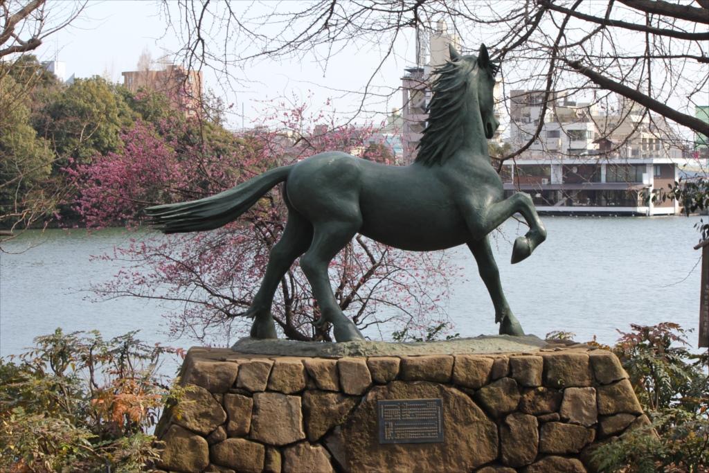 名馬・池月の像