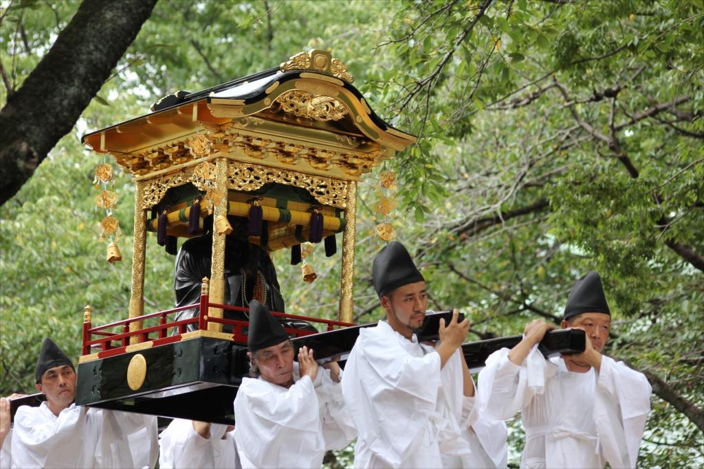 浄真寺開山の「珂碩上人の坐像」を載せた厨子も_1