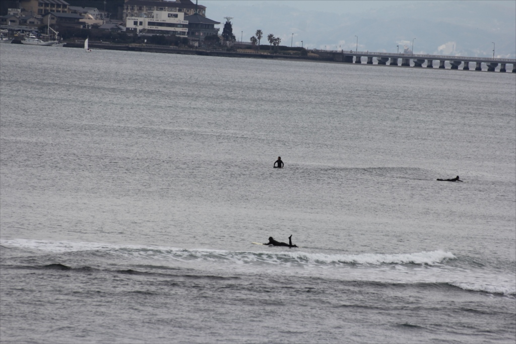 サーファーも江ノ島も少し近くに見えるようになった