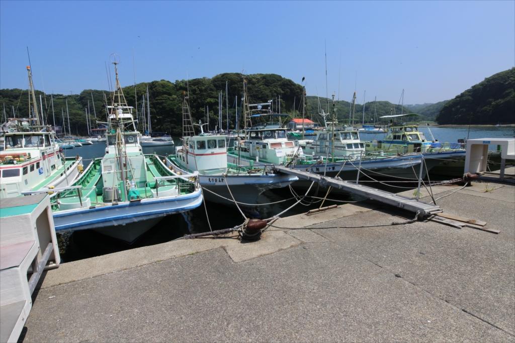 此処にも釣り船が_2