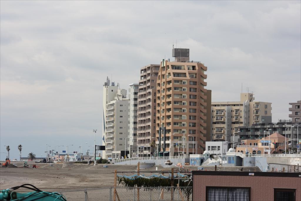 ワカメが鎌倉市で高層建物が藤沢市_1