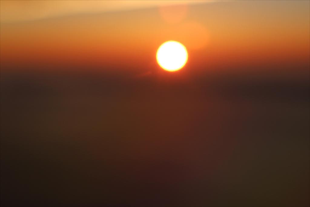 日没間近の太陽