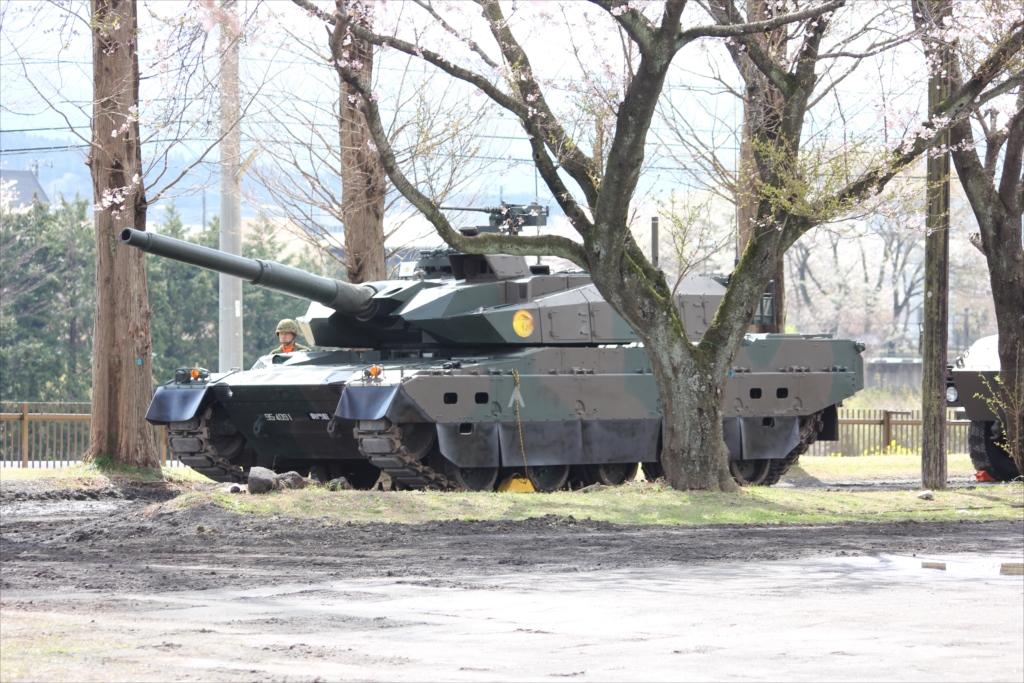 この戦車なども飾りではないのだ_1