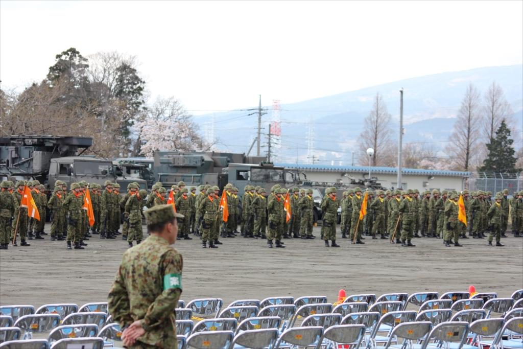 各種の装備を操る隊員たちが自らの足で行進_4