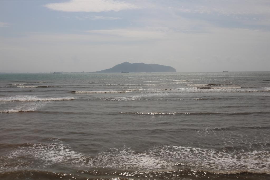 沖合には函館山が見える
