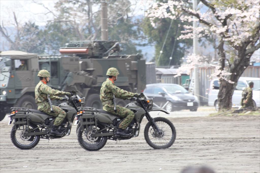 パレード参加のための各種車両の大移動_25