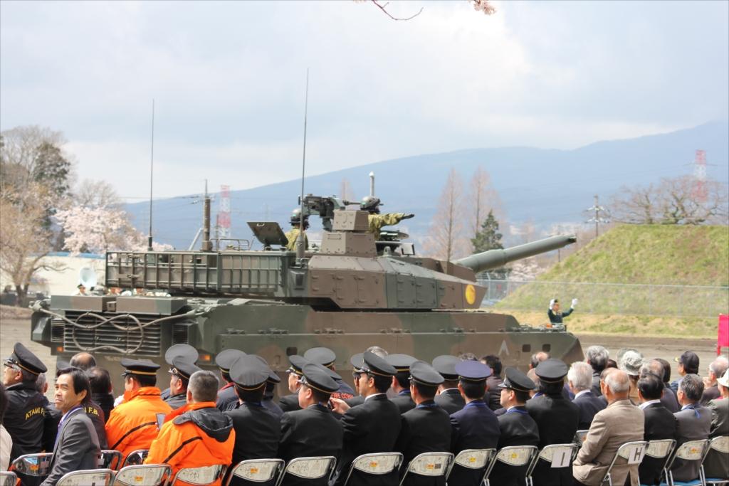 10式戦車_3