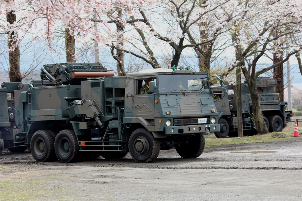 81式短距離地対空誘導弾の射撃統制装置搭載車両_1