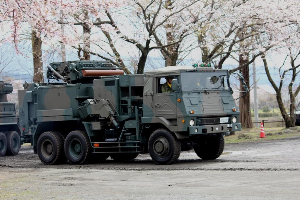 81式短距離地対空誘導弾の射撃統制装置搭載車両_2