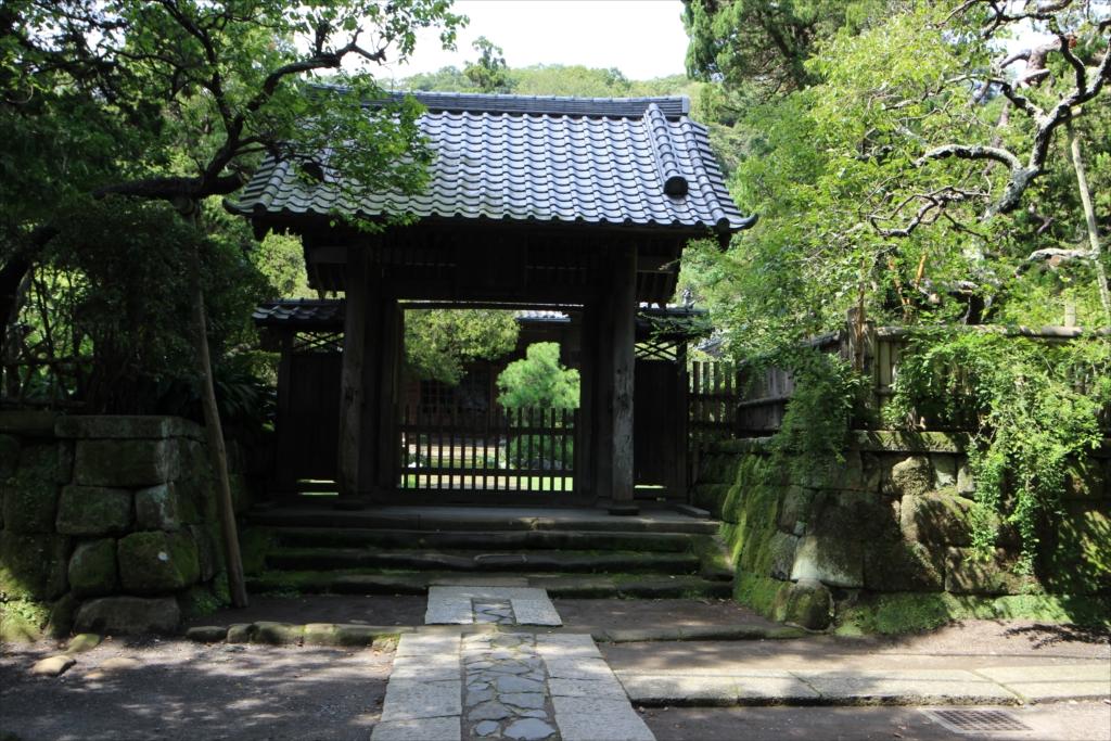 総門から中門までの参道_5