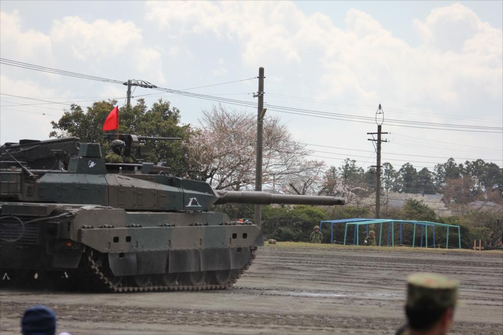 最新鋭の10式戦車出動_4