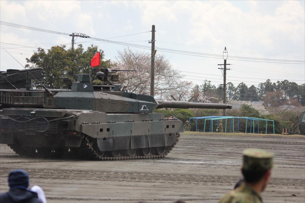 最新鋭の10式戦車出動_6