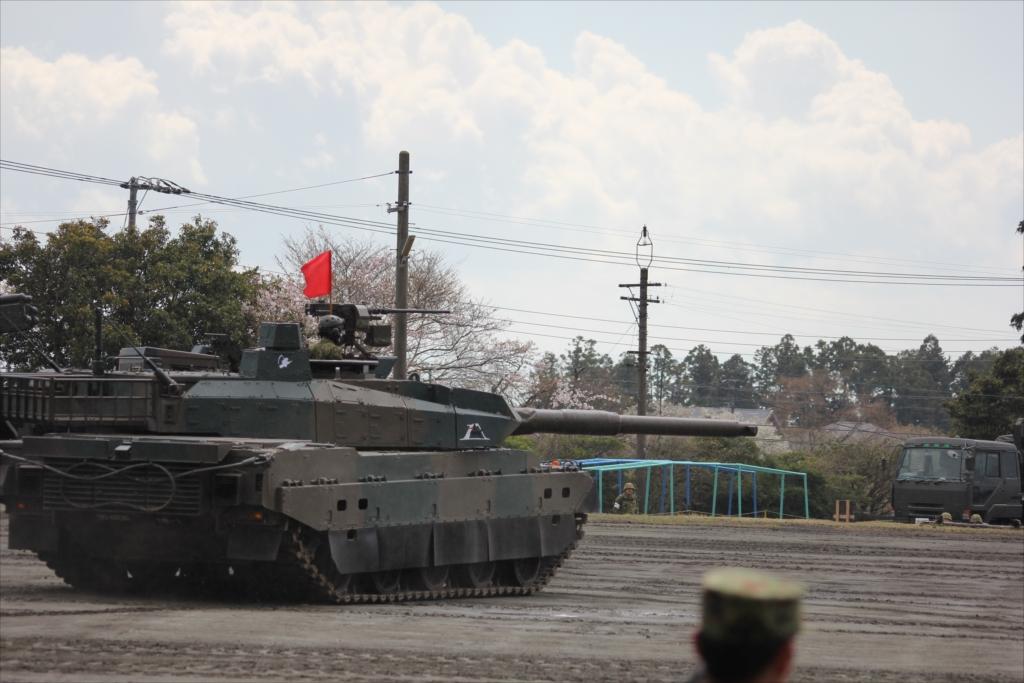 最新鋭の10式戦車出動_7