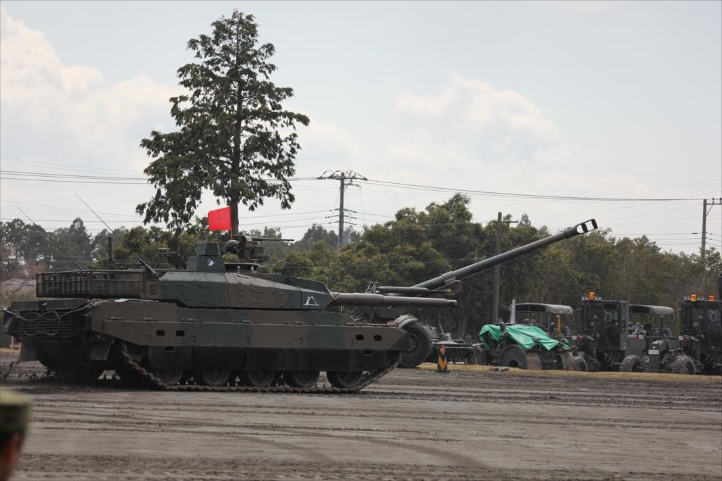 最新鋭の10式戦車出動_12