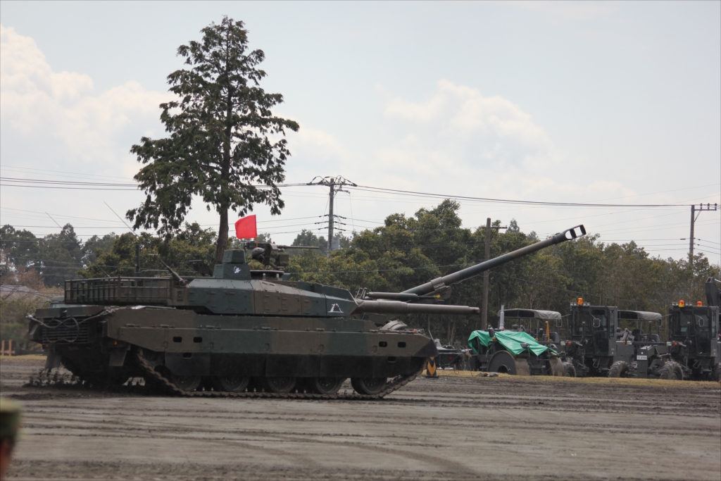 最新鋭の10式戦車出動_13