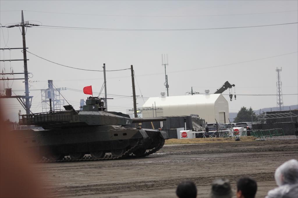 最新鋭の10式戦車出動_14