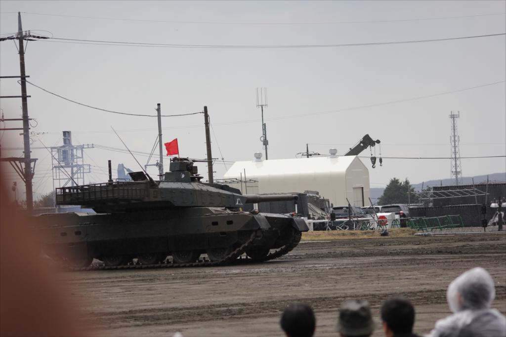 最新鋭の10式戦車出動_15