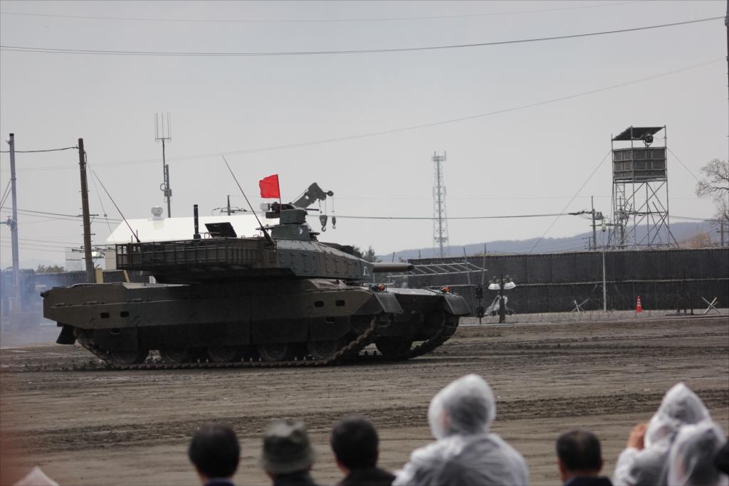 最新鋭の10式戦車出動_19