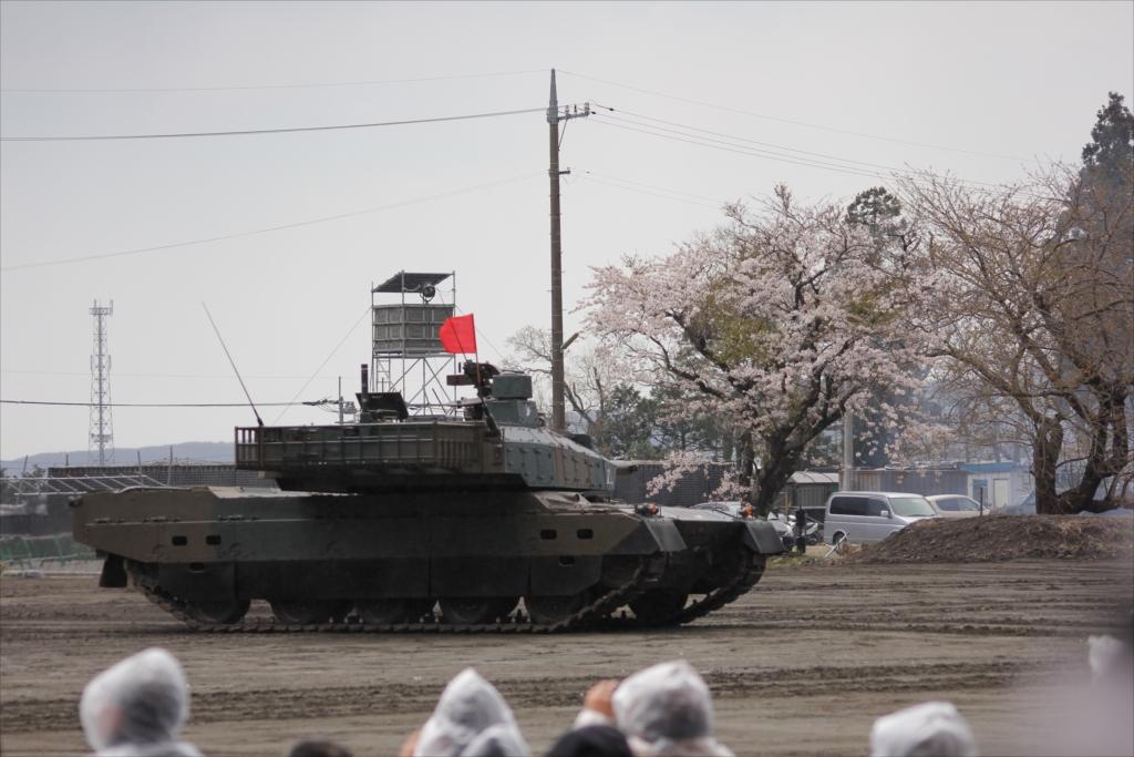 最新鋭の10式戦車出動_25