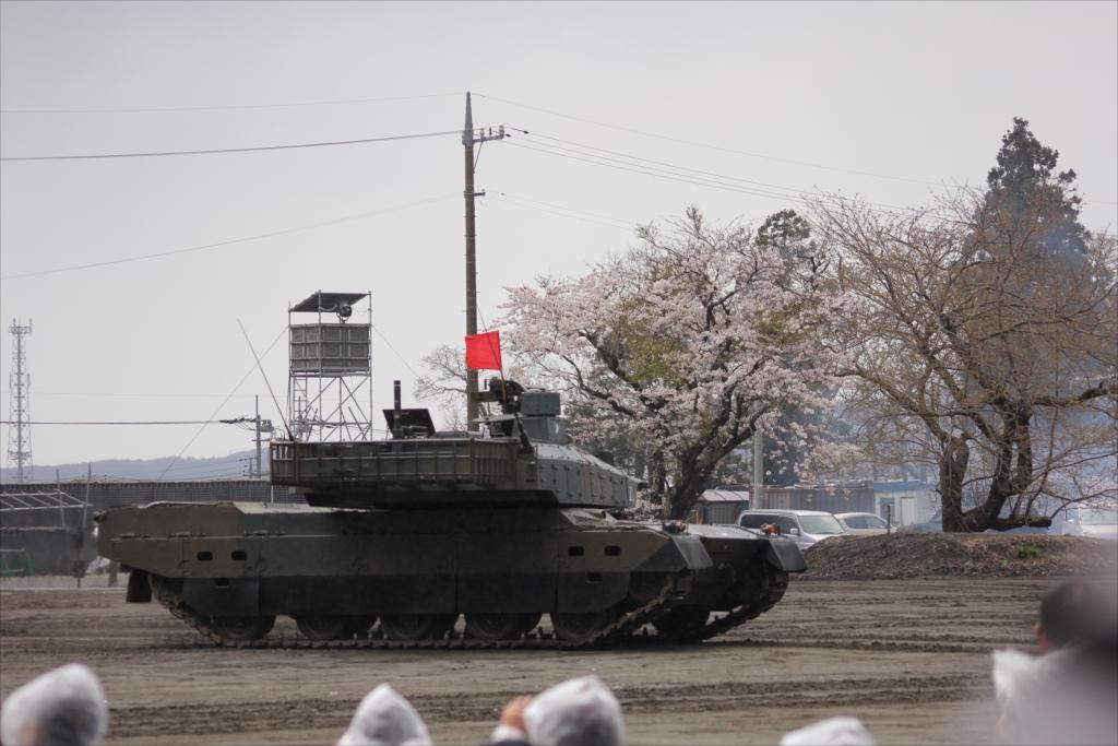 最新鋭の10式戦車出動_26