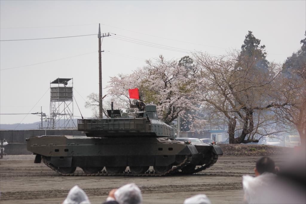 最新鋭の10式戦車出動_27